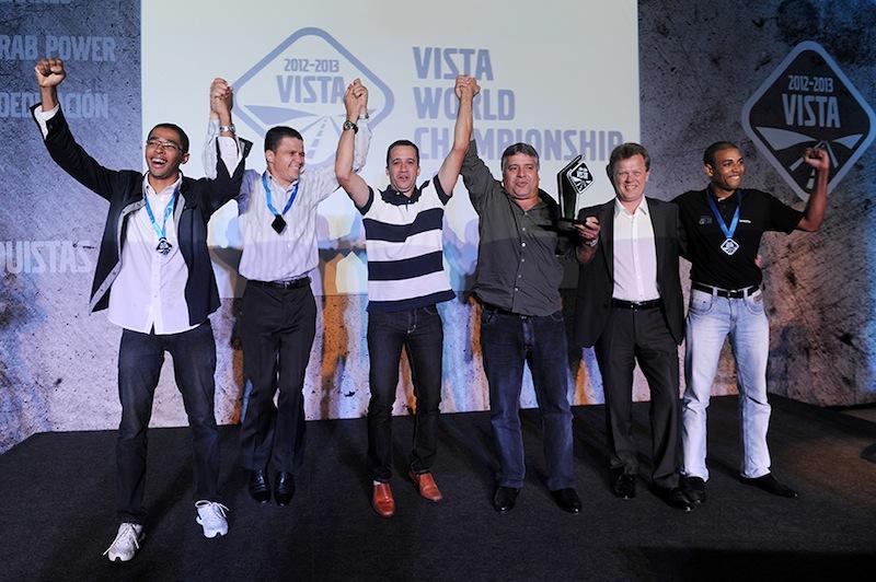 Equipe da Treviso, de Betim (MG), com Roger Alm, presidente do Grupo Volvo América Latina